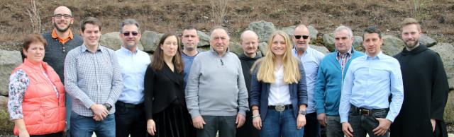 Ortsbürgermeister Manfred Hürter (Mitte) und die Kandidaten der FWG für den Gemeinderat