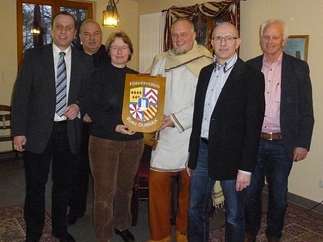 """Auf dem Bild von links nach rechts: Johannes Bell, August Henn, Jutta Dietz, Christian Havenith (""""der Druide""""), Elmar Dölle, Jochen Seifert"""