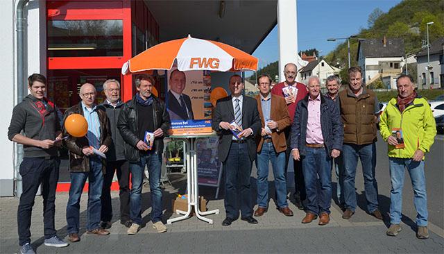 Gelegenheit zum Austausch am Infostand in Burgbrohl