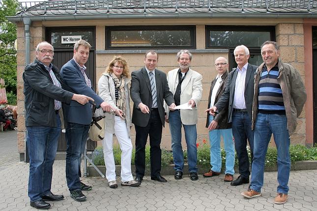Die Mitglieder der FWG Brohltal machten sich vor Ort ein Bild von der geplanten Tourist-Information in Maria Laach.